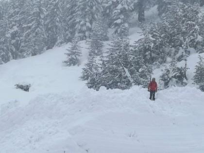 Лавинната обстановка в планините остава усложнена